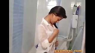 xxxmaal.com -Hot girl Seductive Looks bathing sceen